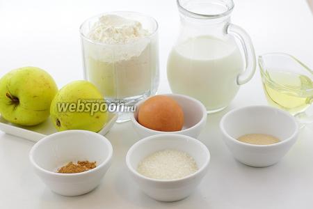 Для приготовления рогаликов с яблоками возьмите такие продукты: муку пшеничную, соль, сахар, дрожжи сухие, масло подсолнечное, молоко, яблоки, корицу молотую, куриное яйцо.
