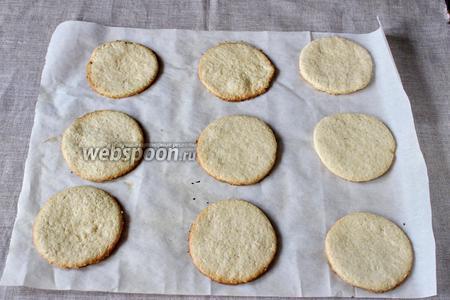Выпекаем печенье 15 минут, при температуре 190°С.