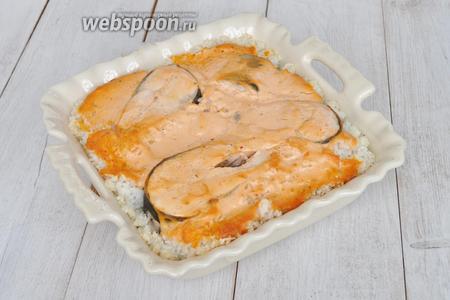 Рыба готова. Блюдо можно подавать как горячим, так и холодным.