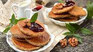 Фото рецепта Дрожжевые оладьи с орехами