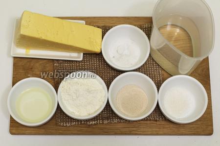 Для приготовления нам понадобятся следующие продукты: вода, масло оливковое, соль, сахар, мука пшеничная, дрожжи сухие, сыр твёрдый.