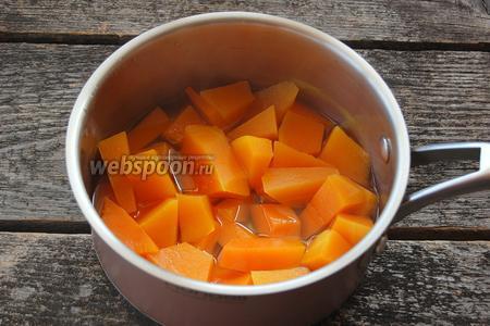 Довести до кипения и проварить до готовности тыквы (приблизительно 15 минут).