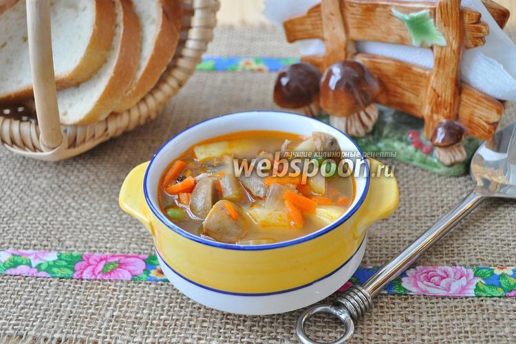 Фото Суп из индейки с грибами и горошком в мультиварке