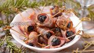Фото рецепта Чернослив запечённый в беконе