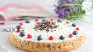 Фото рецепта Творожный кухен с ягодами