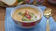 Фото рецепта Гороховый суп-пюре с беконом и зелёным соусом