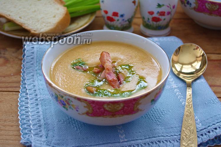Фото Гороховый суп-пюре с беконом и зелёным соусом