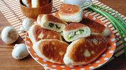 Фото рецепта Жареные пирожки с грибами, яйцом и зелёным луком