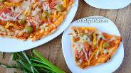 Фото рецепта Острая пицца с кальмаром и креветками