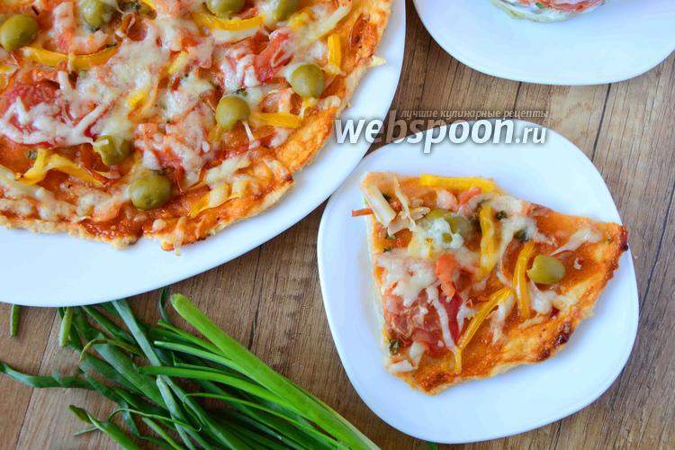 Фото Острая пицца с кальмаром и креветками