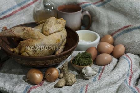 Для этого блюда нужно обязательно использовать домашнюю (не бройлерную) курицу и отборные куриные яйца. А так же подготовим репчатый лук, чеснок, свежий имбирь и специи.