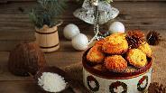 Фото рецепта Кокосовое печенье с вишней