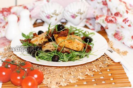 Куриное филе с вялеными томатами и маслинами