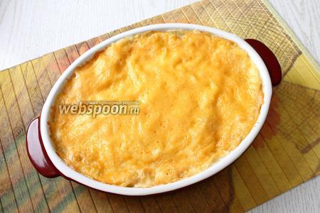 Поставить лазанью в разогретую духовку, запекать при 180°С до зарумянивания сыра. Ориентируйтесь по своей духовке, у меня была готова через 25 минут. Перед подачей дайте лазанье постоять вне духовки 20-30 минут, чтобы остыть и не расползаться во время нарезки. Подавайте лазанью горячей, приятного аппетита!