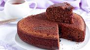 Фото рецепта Творожно-шоколадный бисквит со смородиной