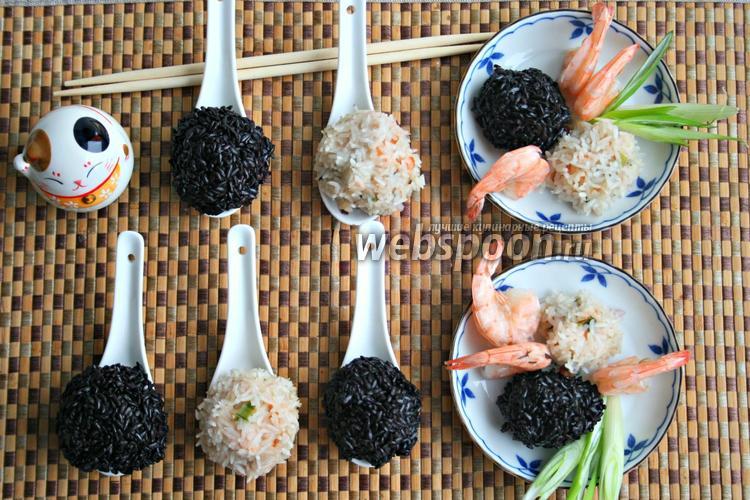 Фото Шарики с морепродуктами из белого и чёрного риса