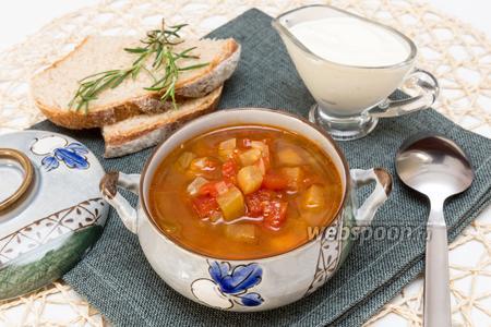 Томатный суп с баклажанами и нутом