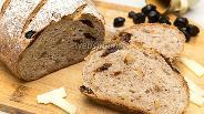 Фото рецепта Пшенично-ржаной хлеб с вяленой вишней и орехами