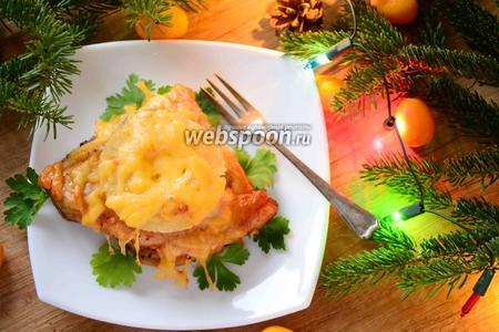 Куриное бедро запечённое с ананасами под сырной корочкой