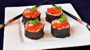 Фото рецепта Роллы с кальмарами и красной икрой