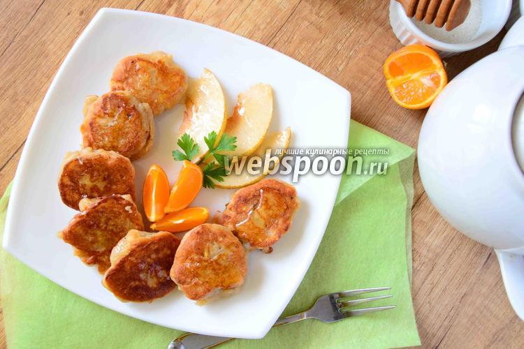 Фото Сырники с грушей и мёдом