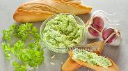 Фото рецепта Зелёное масло с чесноком и плавленным сыром