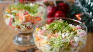 Фото рецепта Крабовый салат с пекинской капустой и болгарским перцем