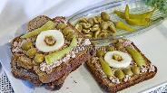 Фото рецепта Бутерброд из цельнозернового хлеба с яблоками и печенью трески