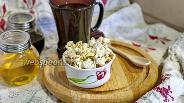 Фото рецепта Попкорн с топпингом из чёрной патоки