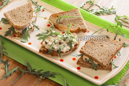 Горячие сэндвичи с майонезом и рукколой
