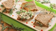 Фото рецепта Горячие сэндвичи с майонезом и рукколой