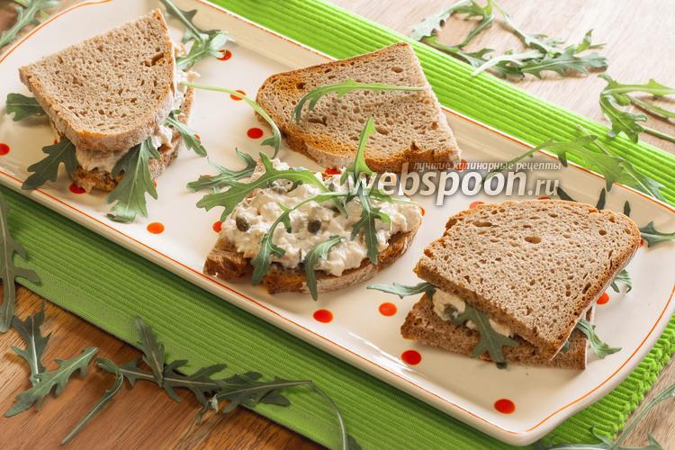 Фото Горячие сэндвичи с майонезом и рукколой