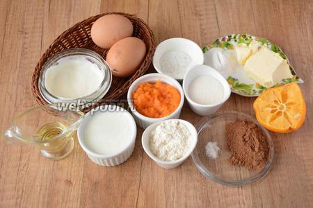 Для приготовления нам понадобится тыквенное пюре, сметана, кефир, куриные яйца, сахар, соль, сода, сок лимона, мука пшеничная, ванилин, корица, масло сливочное,  масло оливковое.