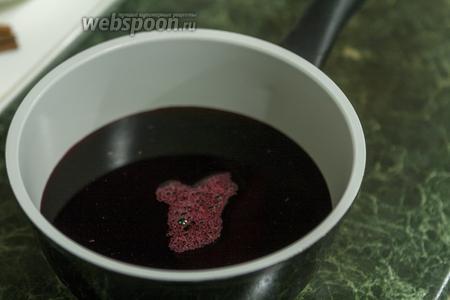 Разогреваем вишнёвый сок.
