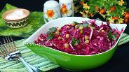 Фото рецепта Салат с говядиной, свёклой, капустой и зелёным горошком