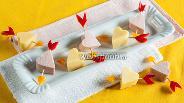 Фото рецепта Канапе с сыром и колбасой «Стрелы Амура»