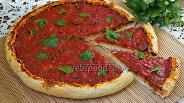 Фото рецепта Пицца без сыра с маслинами и чесноком