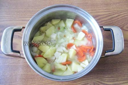 Варим овощи до готовности.