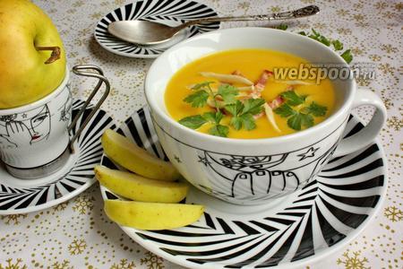 Овощной крем-суп с беконом и хреном
