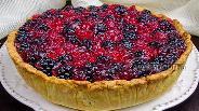 Фото рецепта Кростата с ванильным кремом и ягодами