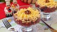 Фото рецепта Салат свекольный с чесноком и черносливом