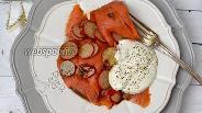 Фото рецепта Салат из лососевых с редисом