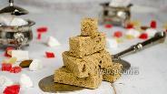 Фото рецепта Халва из манки на сливочном масле с финиками