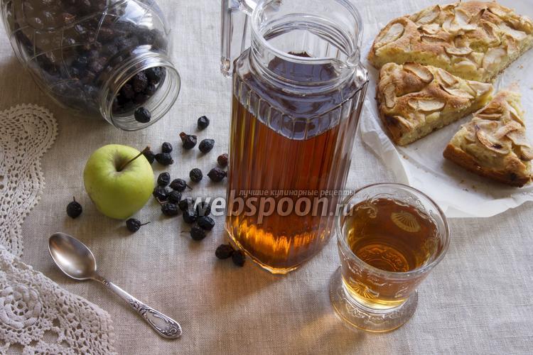 Фото Компот из шиповника с яблоками