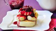 Фото рецепта Сырники на рисовой муке с ягодным соусом