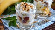 Фото рецепта Фруктовый салат с йогуртово-мятной заправкой и гранолой