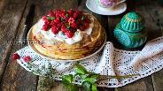 Фото рецепта Шведский блинный торт со взбитыми сливками и ягодами