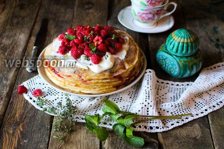 Фото Шведский блинный торт со взбитыми сливками и ягодами