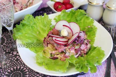 Салат из свёклы с селёдкой и зеленью