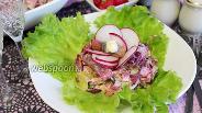 Фото рецепта Салат из свёклы с селёдкой и зеленью